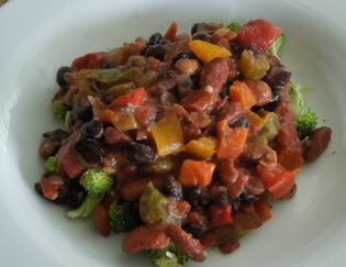 Hearty Vegetable Chili: A Protein Packed Vegan Meal
