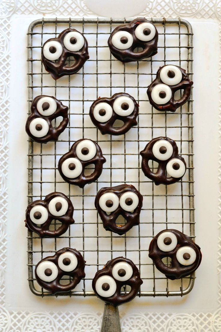 19 Meatless Monday Appetizers including --Easy Halloween Themed Dessert for your next party - from Foks and Beans