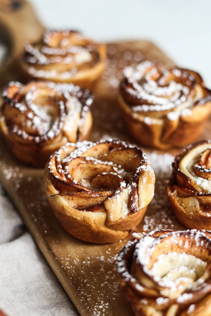 5 Ingredient Apple Pie Roses - a bite size dessert that's delicious!