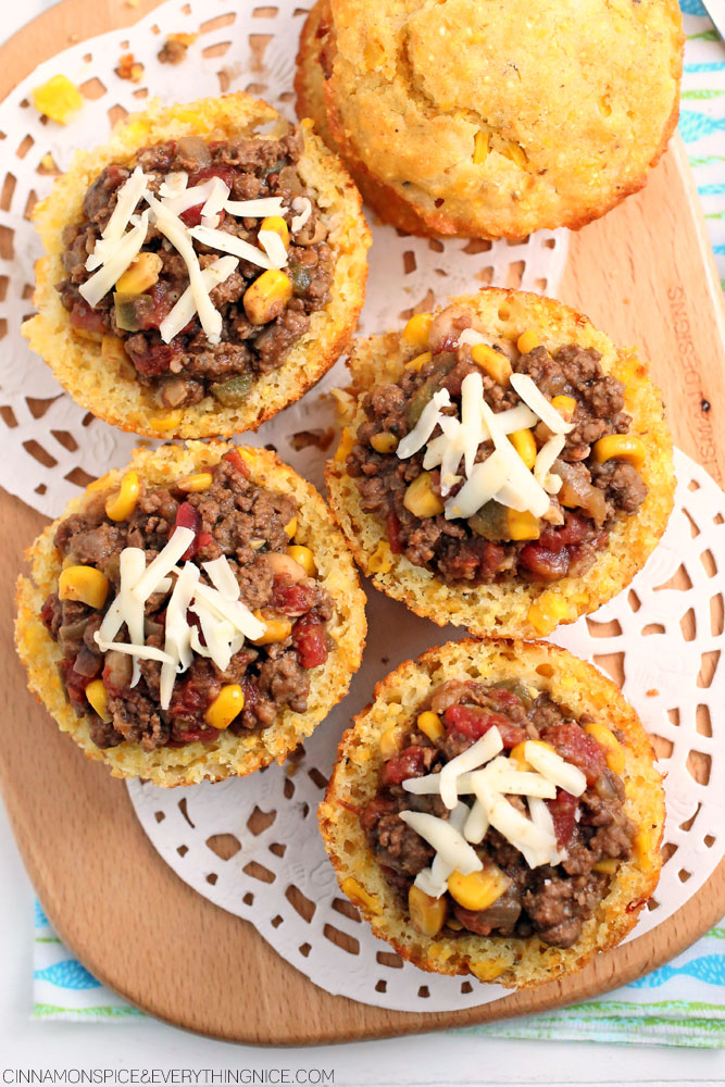 Chili Stuffed Cornbread Muffins -perfect superbowl recipe - click for more muffin tin ideas