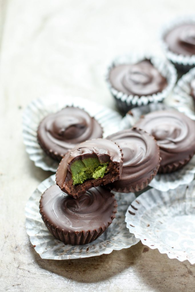 Dark Chocolate Matcha Cups - make this healthy dessert at home, vegan, gluten free