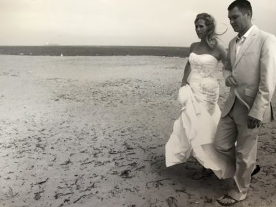 trying to take beach wedding photos